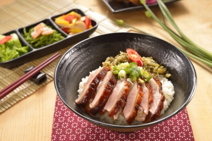招牌片鴨飯 / 北平ダック(台湾風味)ご飯