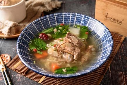 清燉嫩骨麵 / 豚軟骨ラーメン(中薬)