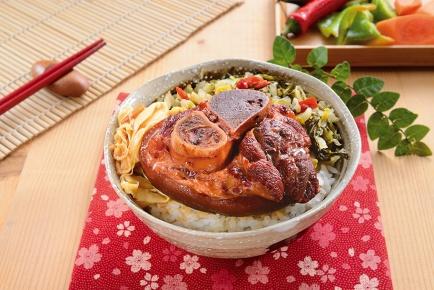 紅麴豬腳飯 / 紅麹の煮込み豚足ご飯